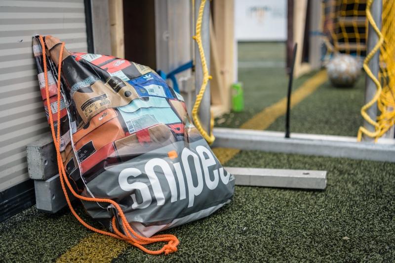 Plastik-Sportbeutel bedruckt mit Snipes-Schriftzug