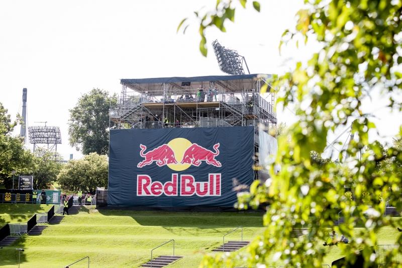 Layherverkleidung mit Red Bull Werbebranding